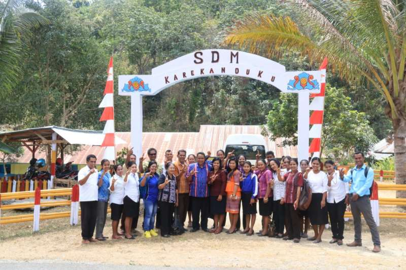 Guru dan Kepala Sekolah di Sumba Barat Belajar ke Sekolah Dampingan INOVASI